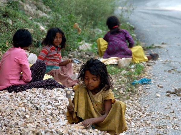 child labor in india essays Child labor essay writing sample child labor is a situation where young children are employed to work on firms, homes, hotels, and firms the practice is common in developing countries but is limited in developed nations where it is considered to be illegal and a violation of human rights.