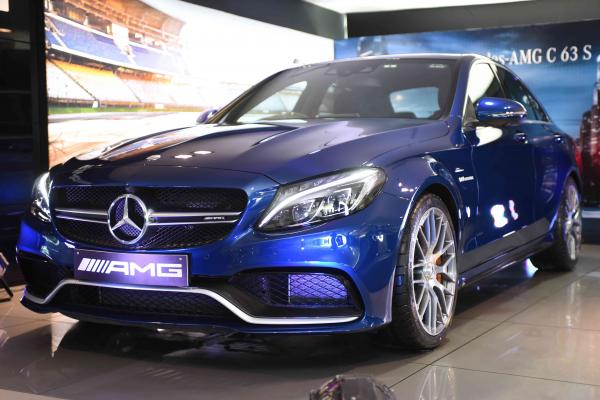 Mercedes-Benzdrives in the 'World Car of the Year' in its dynamic and powerfulAMG version; launches the performance legend Mercedes-AMG C 63 S