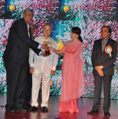 Ruchi Soya bestowed Globoil Diamond Awards for being 'No. 1 Importer of Edible Oil in 2015',